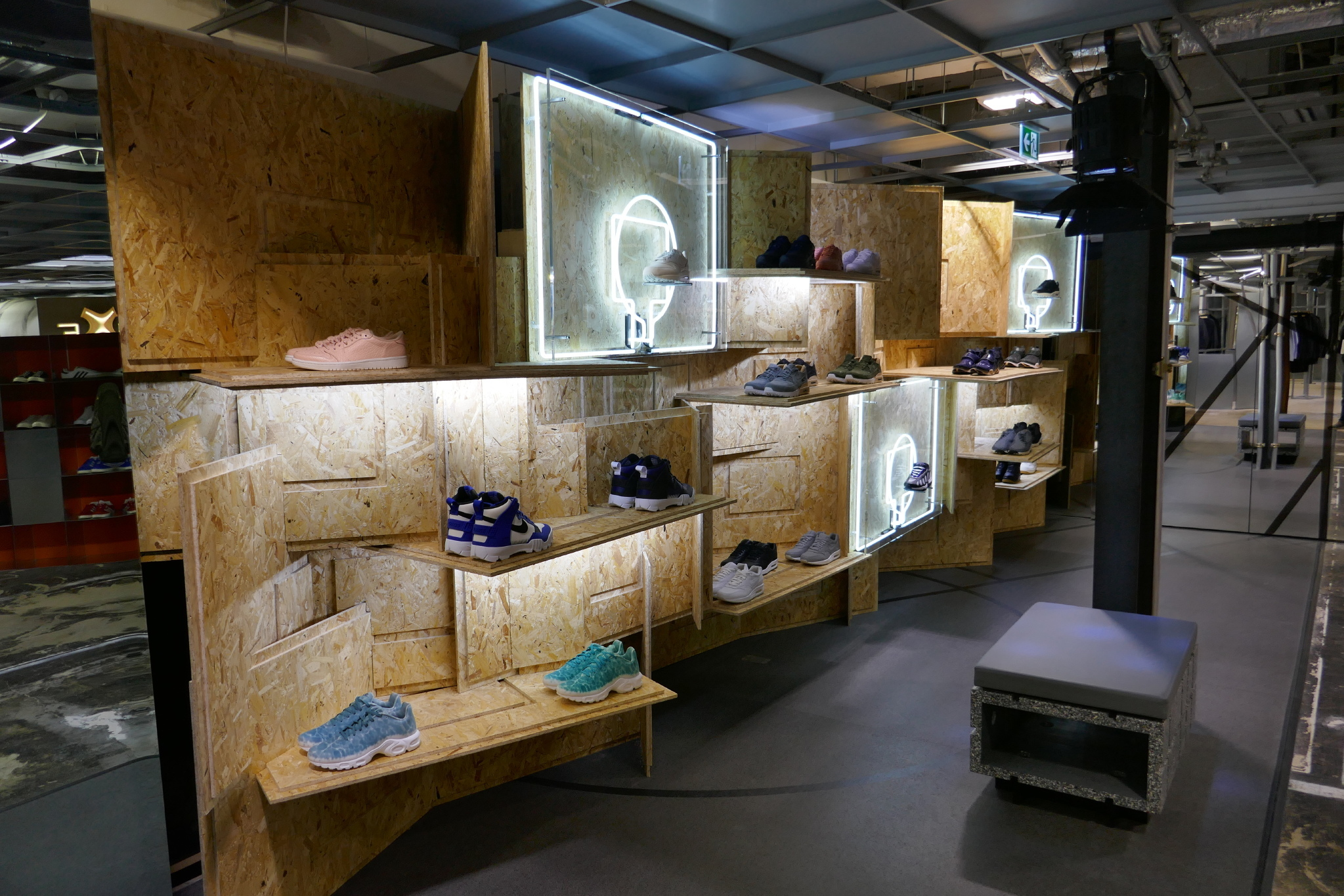 Retail Display Production/ Nike/ Hotel Creative/ DSM